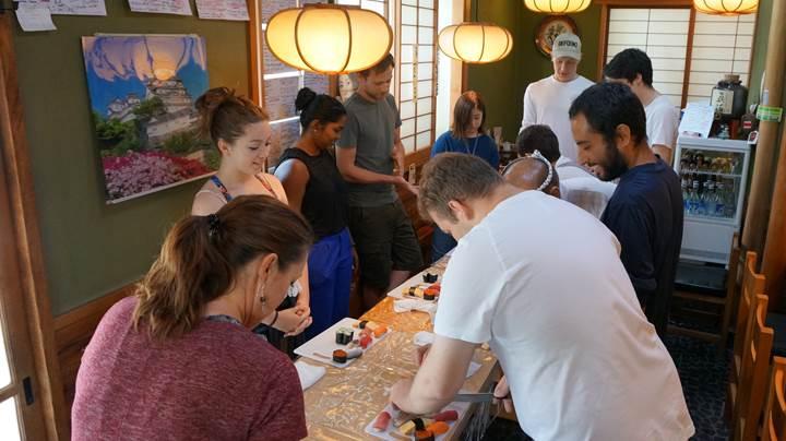 Sushi Making Experience at UOGASHI-SUSHI in Tokyo 東京 魚がし寿司 寿司握り体験